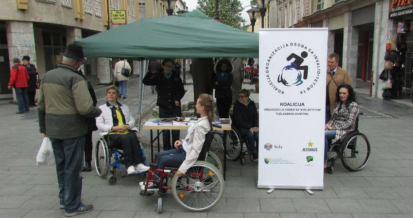 """Informativni centar za osobe sa invaliditetom """"Lotos"""" Tuzla organizovala je obilježavanje 5. maja - Evropskog dana samostalnog života u Tuzli. 06. maj"""
